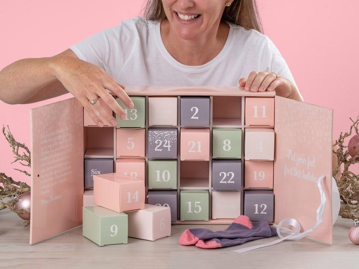 Pastellin sävyinen sukkakalenteri (37-40) Image